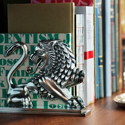 Bookend Lion - Pewter, Anna Petrus | Svenskt Tenn