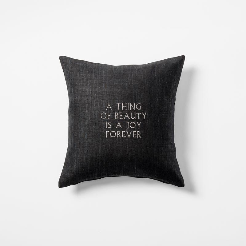 Kudde  A Thing Of Beauty is a Joy Forever - 40x40 cm, Lin, Svart | Svenskt Tenn