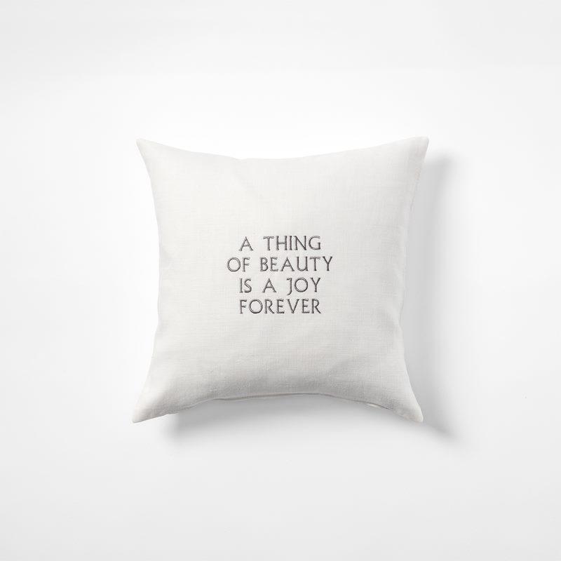 Kudde  A Thing Of Beauty is a Joy Forever - 40x40 cm, Lin, Vit | Svenskt Tenn