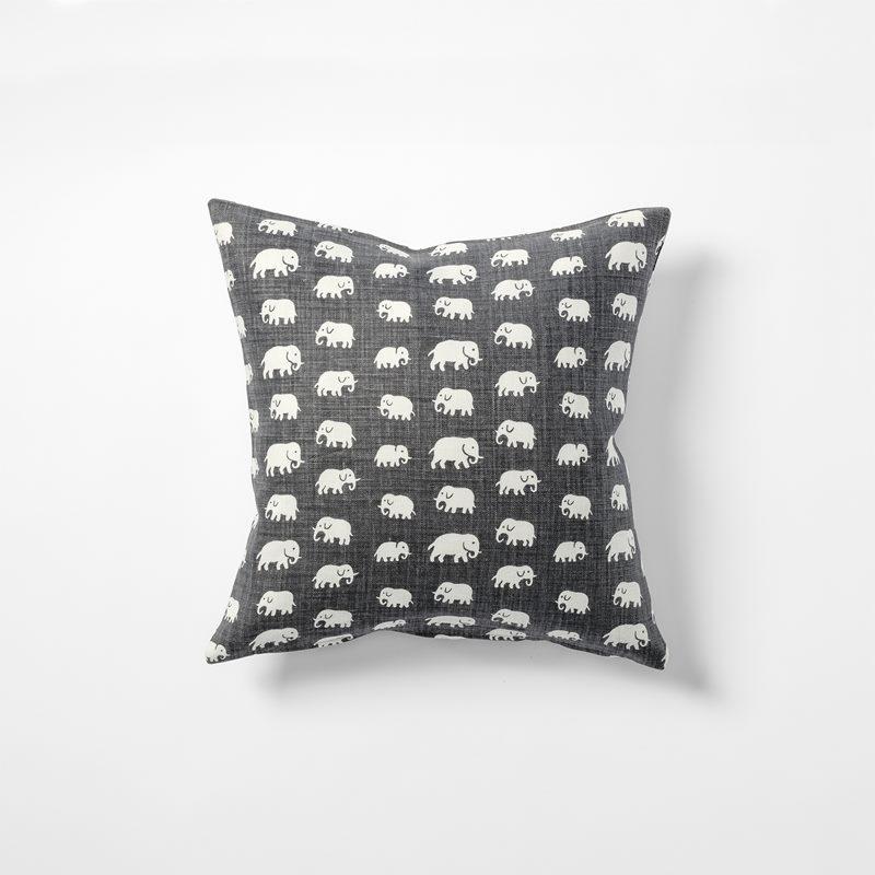 Cushion Elefant - 40x40 cm, Linen, Elefant, Grey | Svenskt Tenn