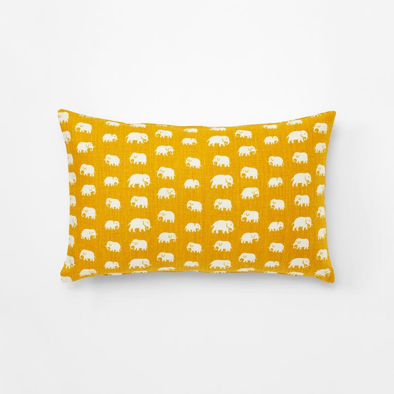 Cushion Elefant - 35x55 cm, Linen, Elefant, Yellow | Svenskt Tenn