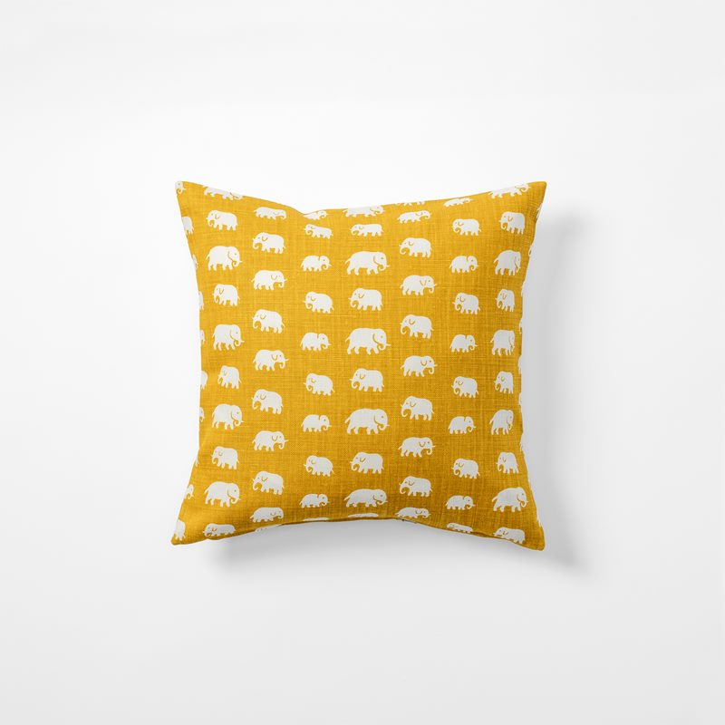 Cushion Elefant - 40x40 cm, Linen, Elefant, Yellow | Svenskt Tenn