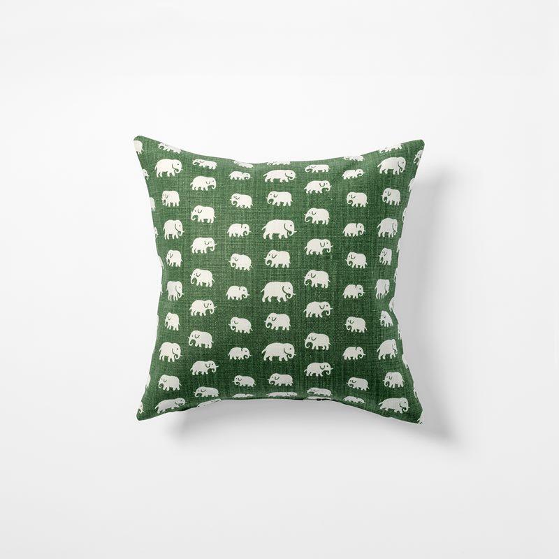 Cushion Elefant - 40x40 cm, Linen, Elefant, Green | Svenskt Tenn