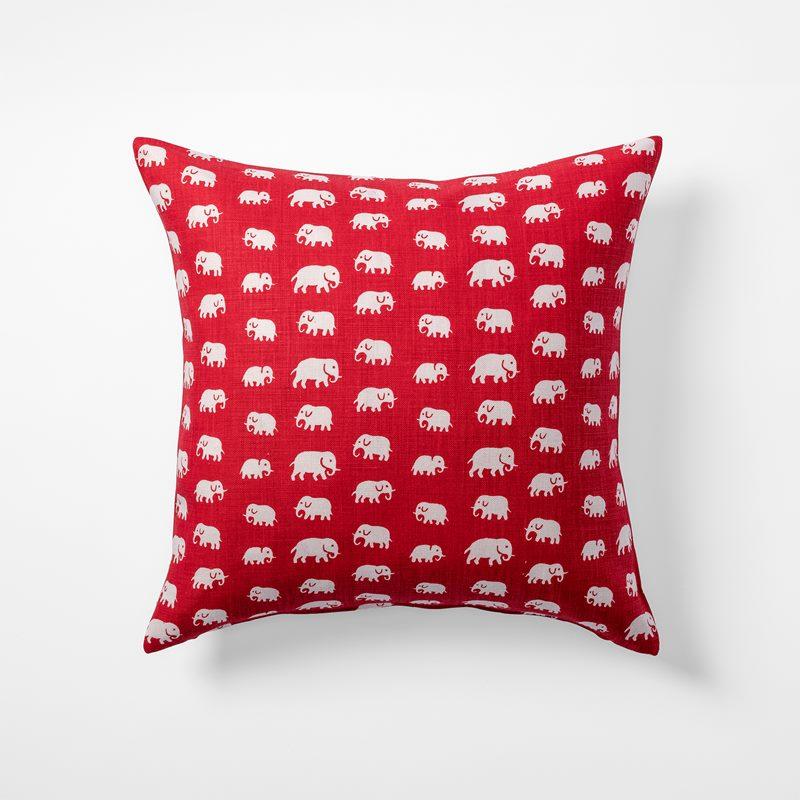 Cushion Elefant - 50x50 cm, Linen, Elefant, Red | Svenskt Tenn