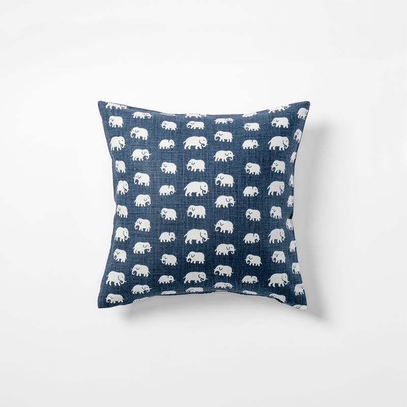 Cushion Elefant - 40x40 cm, Linen, Elefant, Storm Blue | Svenskt Tenn