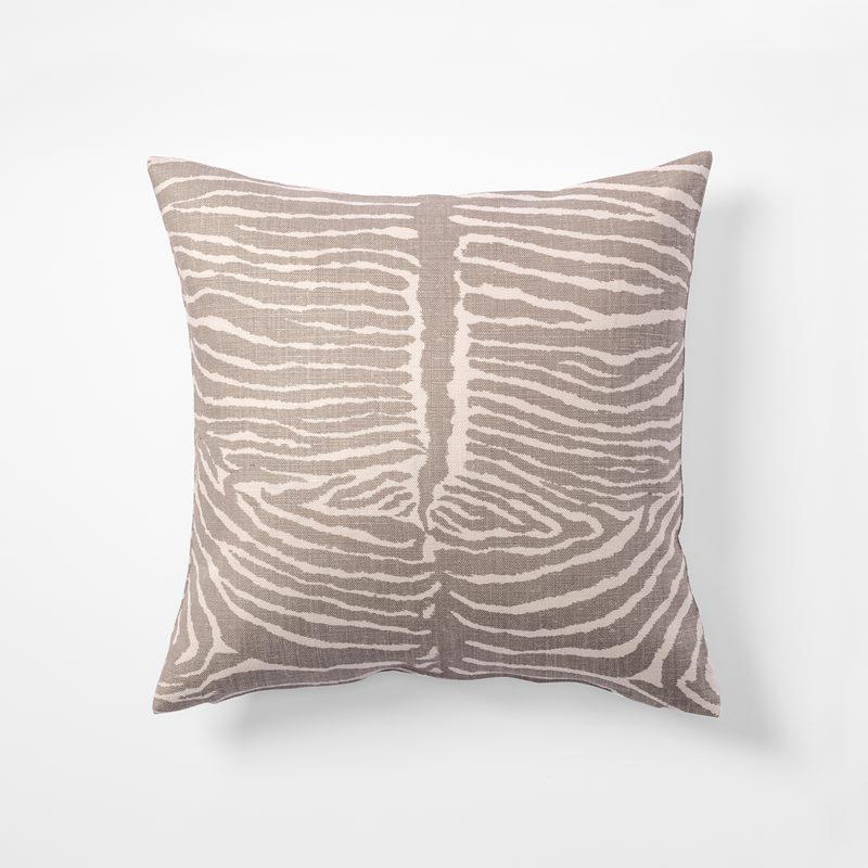 Cushion Le Zebre - 50x50 cm, Linen, Le Zebre, Grey | Svenskt Tenn