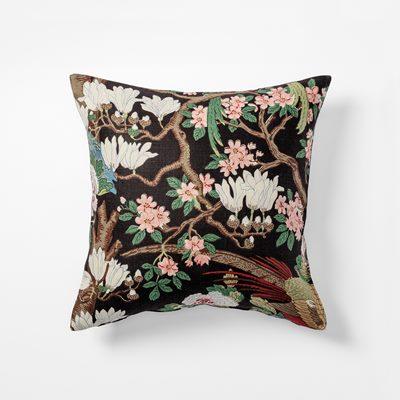9d918ce8a6c Cushion Magnolia - 50x50 cm, Linen, Magnolia, Black | Svenskt Tenn