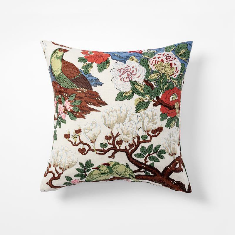 Cushion Magnolia - 50x50 cm, Linen, Magnolia, White | Svenskt Tenn
