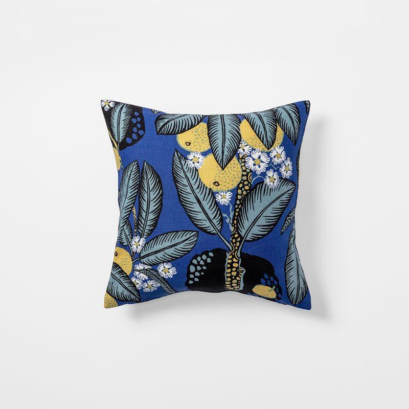 6888e8592bb Cushion Notturno - 40x40 cm, Linen, Notturno | Svenskt Tenn
