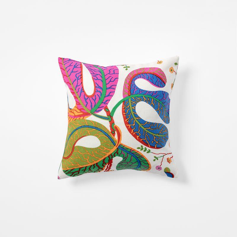 Cushion Teheran - 40x40 cm, Linen, Teheran, White | Svenskt Tenn