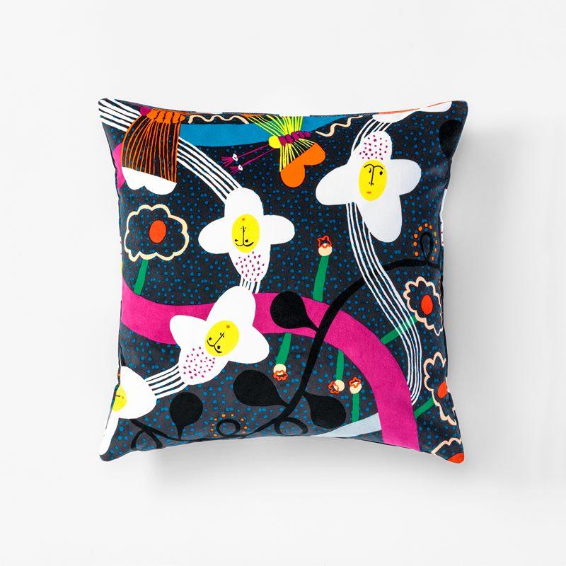 Cushion The Story of Flowers - 50x50 cm, Velvet | Svenskt Tenn
