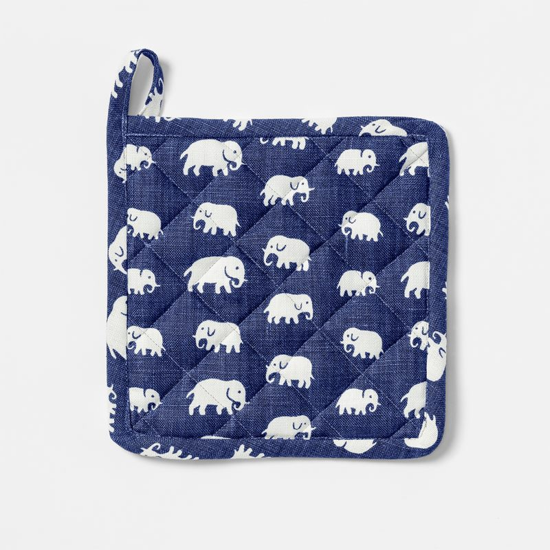 Pot Holder Elefant - Linen, Elefant, Storm Blue | Svenskt Tenn