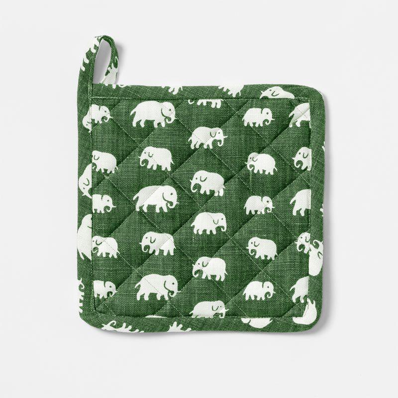 Pot Holder Elefant - Linen, Elefant, Green | Svenskt Tenn