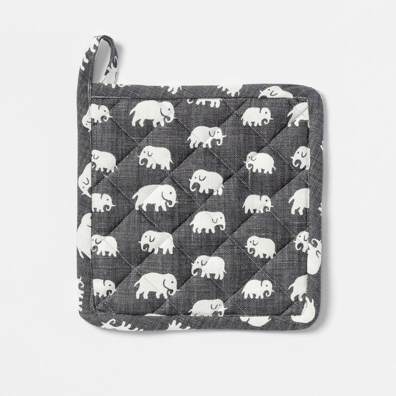 Pot Holder - Linen, Elefant, Grey | Svenskt Tenn