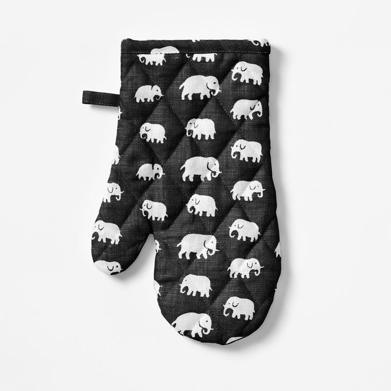 Oven Glove Elefant - Linen, Elefant, Black | Svenskt Tenn