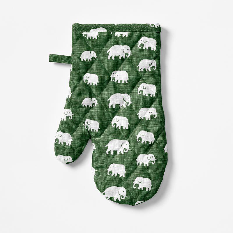 Oven Glove Elefant - Linen, Elefant, Green | Svenskt Tenn