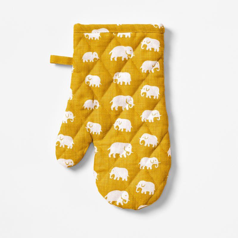 Oven Glove Elefant - Linen, Elefant, Yellow | Svenskt Tenn