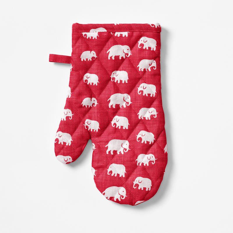 Oven Glove Elefant - Linen, Elefant, Red | Svenskt Tenn