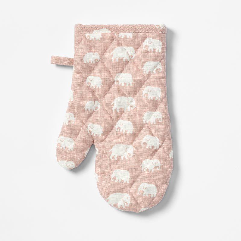 Oven Glove Elefant - Linen, Elefant, Light Pink | Svenskt Tenn