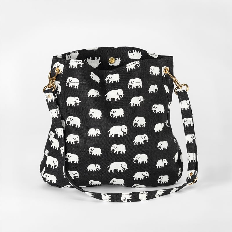 Bag Minii Elefant - Linen, Elefant, Black | Svenskt Tenn