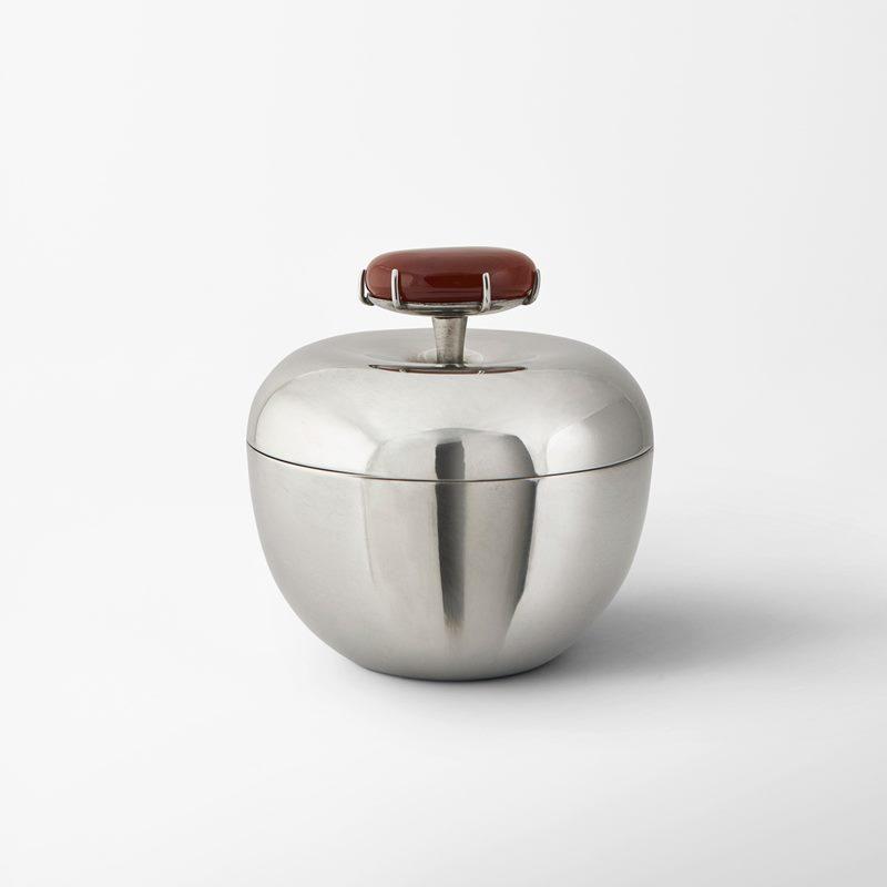 Box Äpple - Pewter & Carnelian stone | Svenskt Tenn