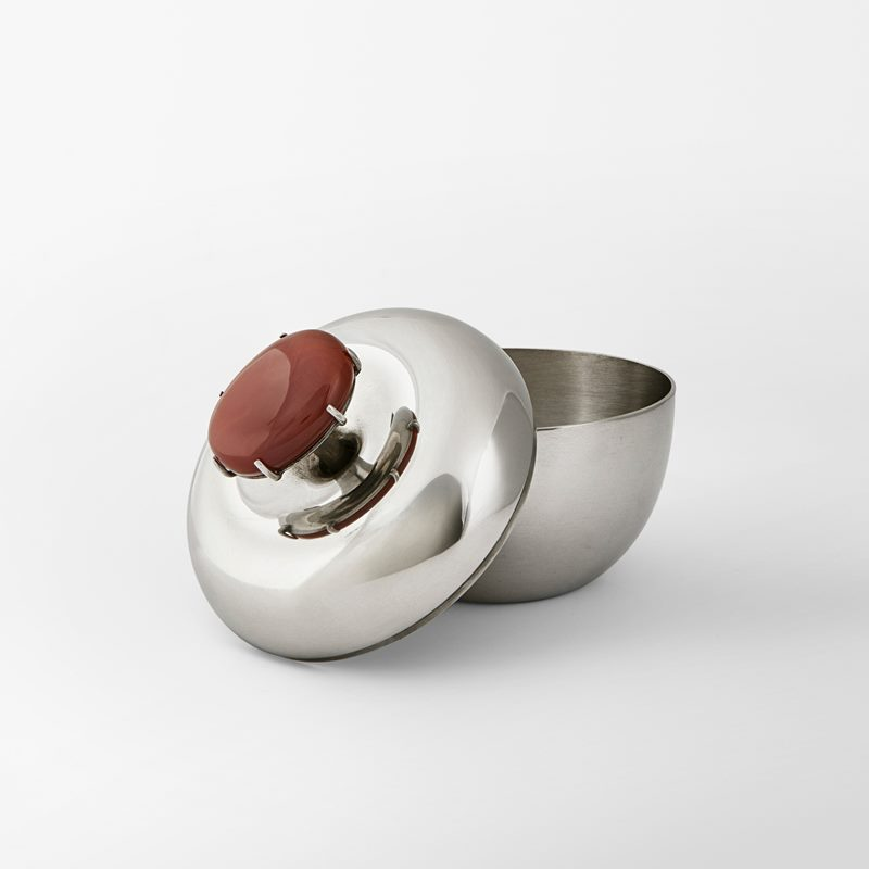 Box Äpple - Pewter and Carnelian stone | Svenskt Tenn