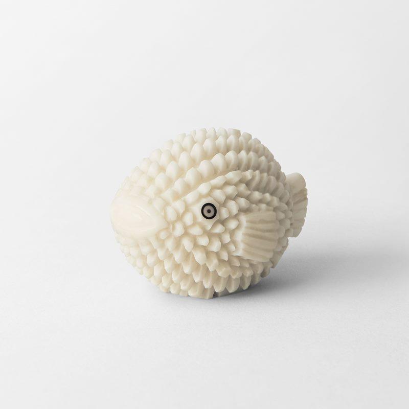 Place Card  Holder Fish - 3x3 cm, Tagua Palm | Svenskt Tenn
