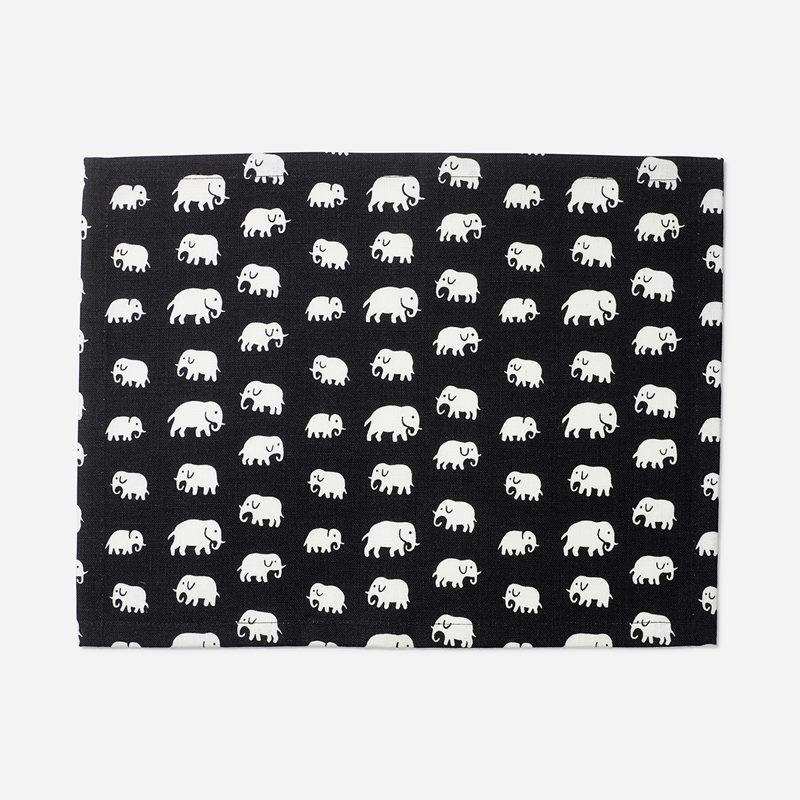 Tablett Elefant - 35x45 cm, Lin, Elefant, Svart | Svenskt Tenn