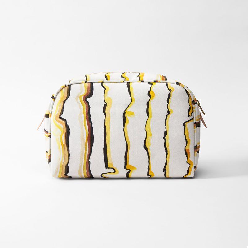 Toiletry Bag Lemon - Large, Lemon | Svenskt Tenn