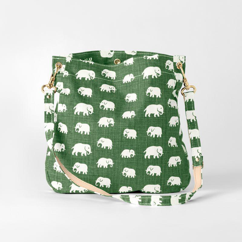 Bag Minii Elefant - Linen, Elefant, Green | Svenskt Tenn