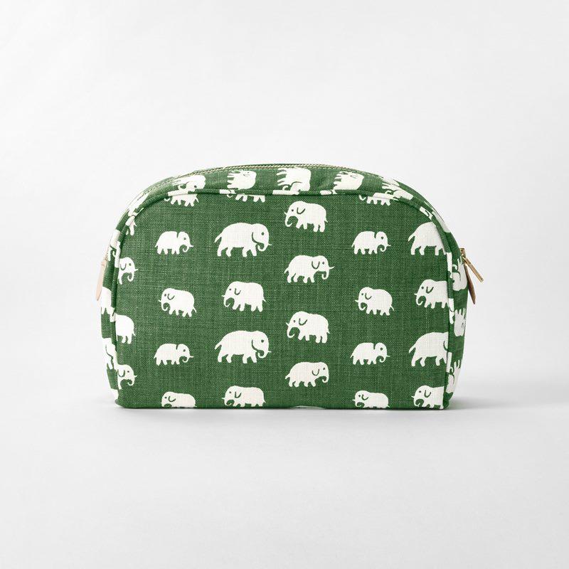 Toiletry Bag Elefant - Large, Linen, Elefant, Green | Svenskt Tenn