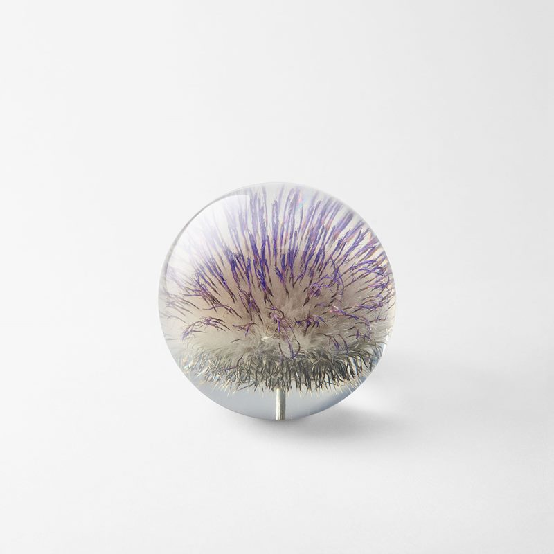 Paperweight Flora - 8 cm, Plastic, Tistel | Svenskt Tenn