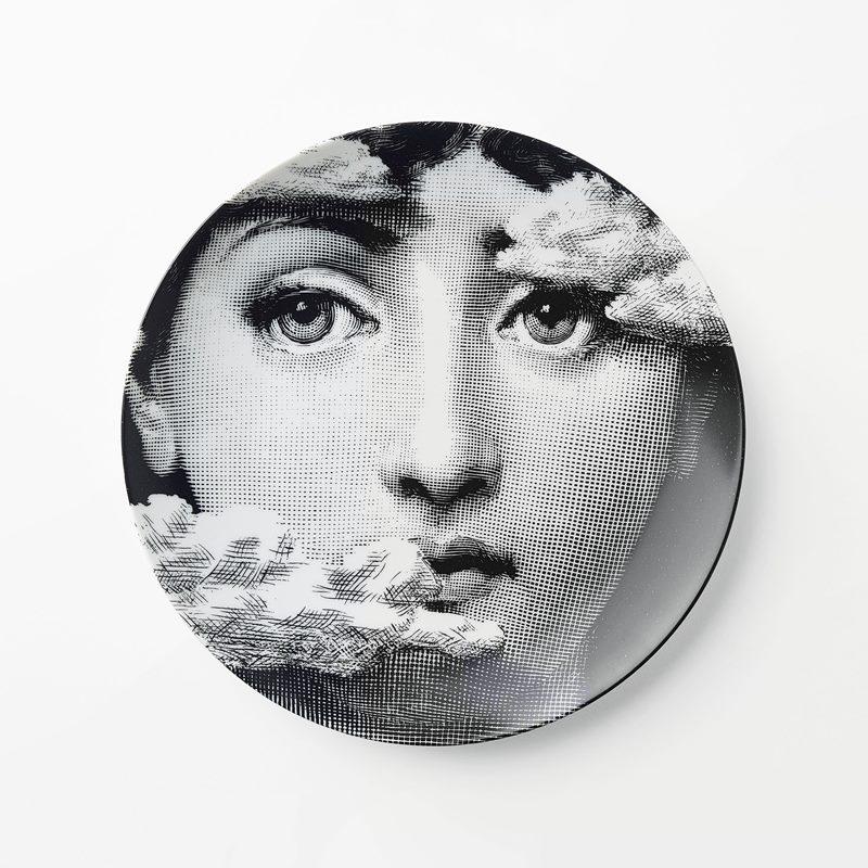Plate Fornasetti - 26 cm, Porcelain, 139, Round, Black White | Svenskt Tenn