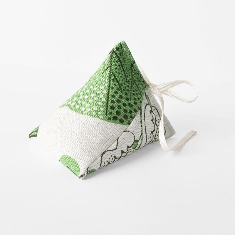 Lavender Pyramid Svenskt Tenn - Linen, La Plata, Green | Svenskt Tenn