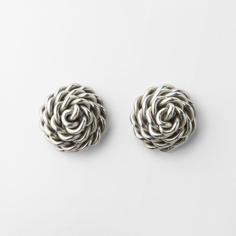 Earrings Knot - Diameter 2 cm, Pewter | Svenskt Tenn