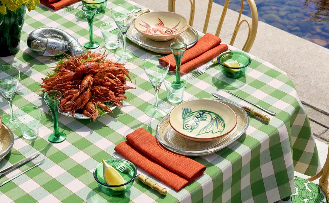 Table Setting Crayfish Party