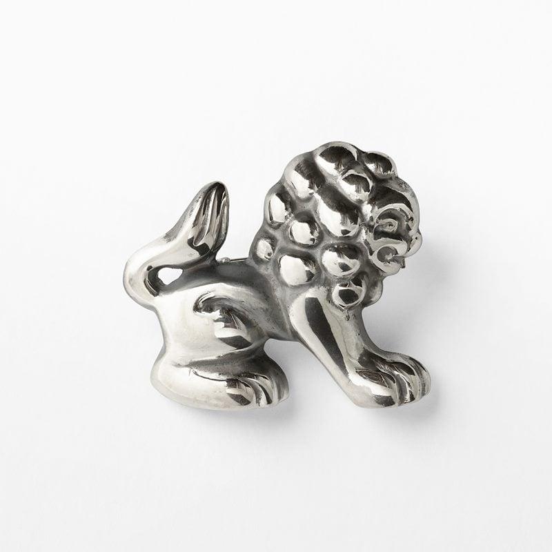 Brooch Lion - silver | Svenskt Tenn