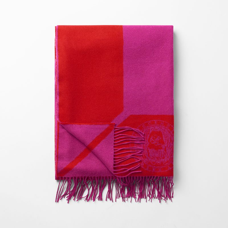 Throw Svenskt Tenn - 140x210 cm, Merino Wool, Red/Dark Pink | Svenskt Tenn