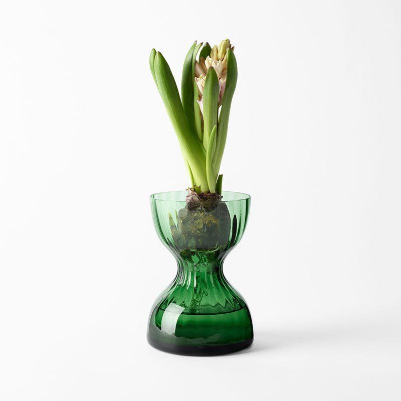 Vas Iris - 14 cm, Glas, Grön | Svenskt Tenn