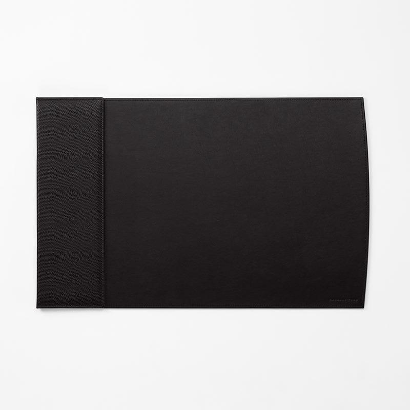 Deskpad Embossed Leather - Skin, Black | Svenskt Tenn