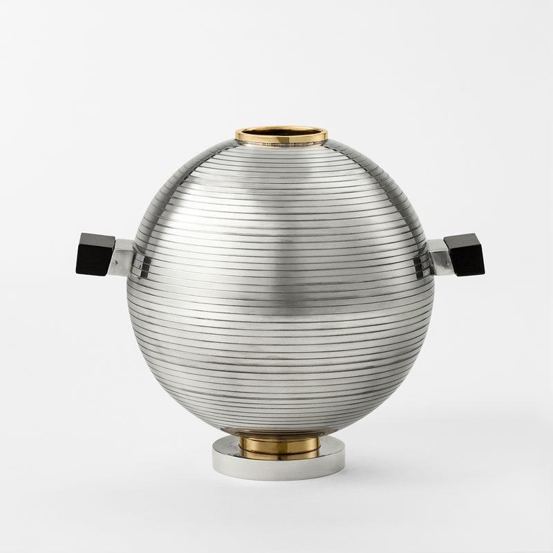 Vase 1930's style - Pewter | Svenskt Tenn