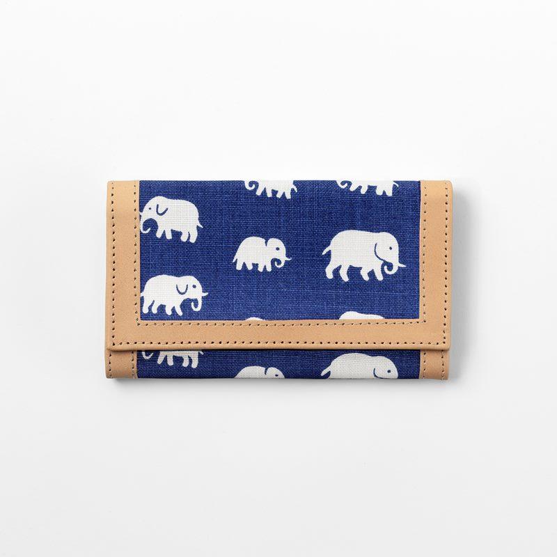 Wallet Elefant - Linen, Elefant, Blue | Svenskt Tenn