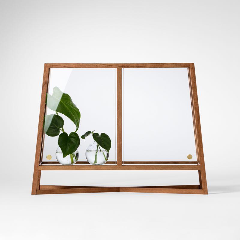 Glass Cabinet Fönstergrönska - Cherry | Svenskt Tenn