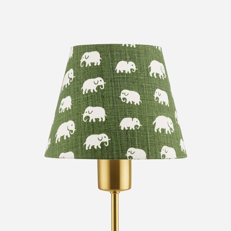 Lampskärm Spänd 2444 - Lin, Elefant, Grön | Svenskt Tenn