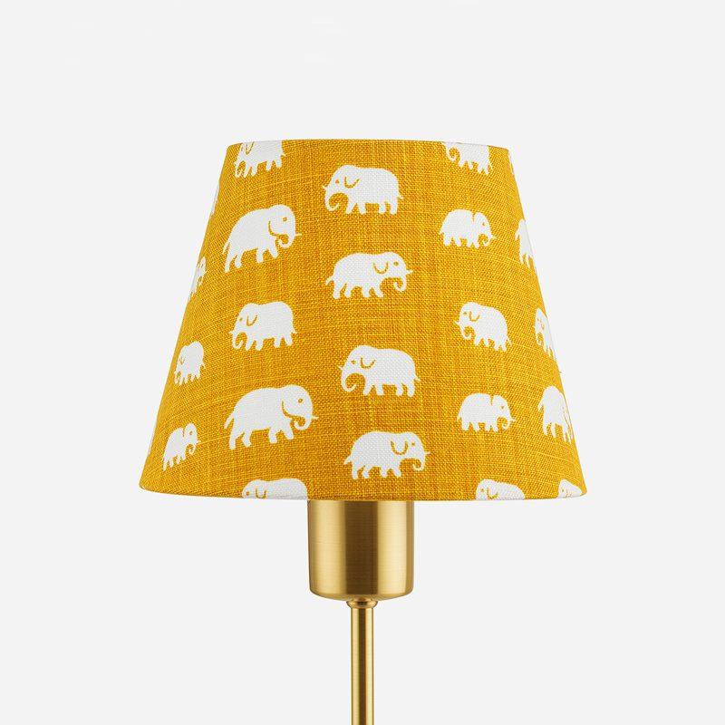 Lampskärm Spänd 2444 - Lin, Elefant, Gul | Svenskt Tenn