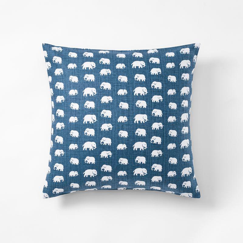 Kudde Elefant - 50x50 cm, Lin, Elefant, Stormblå | Svenskt Tenn